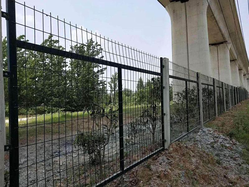 防护栅栏专用水泥立柱